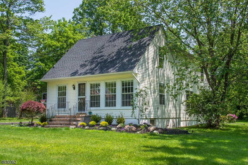 18 Cottage St, Bernards Twp., NJ, 07920-1604 Primary Photo
